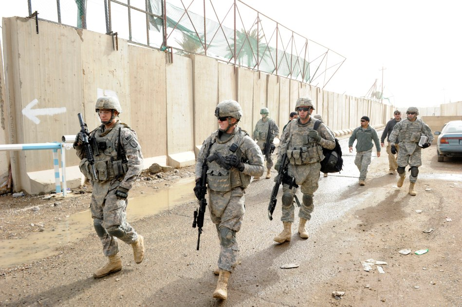 US soldiers walking through a police station in Diyala province, Iraq, December 2010 (DoD)