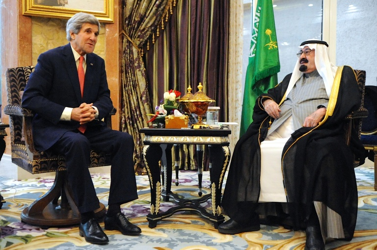 John Kerry in a meeting with Abdullah bin Abdulaziz al Saud, former King of Saudi Arabia