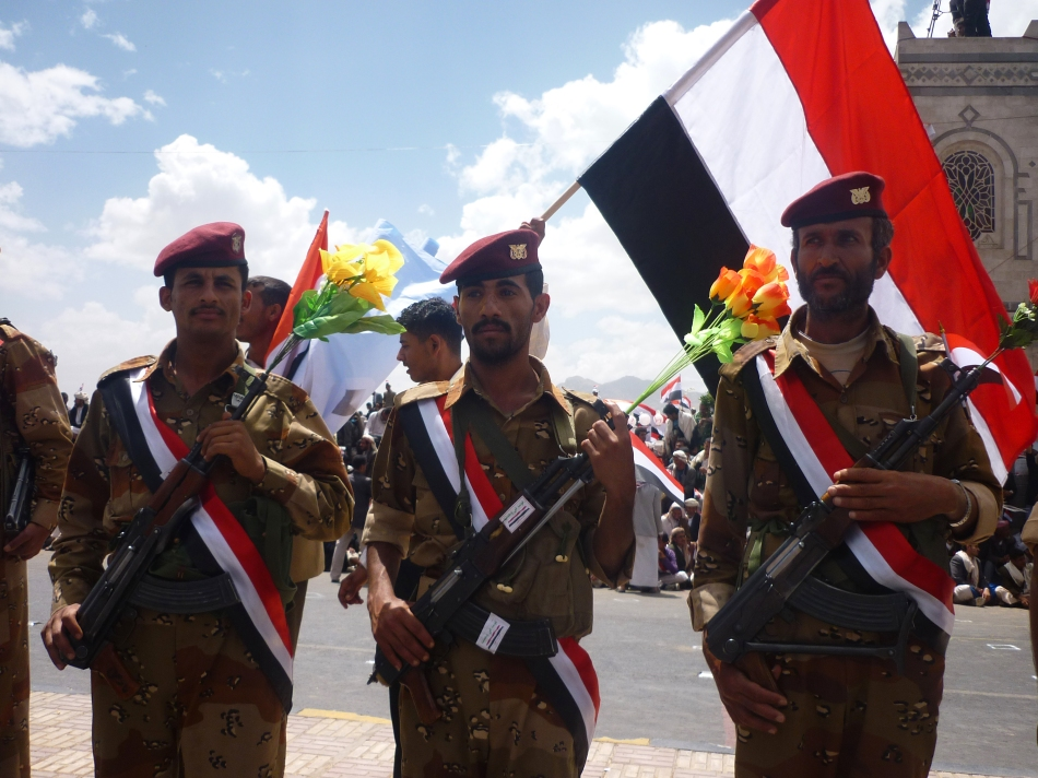 Three Yemeni soldiers for the first armored division