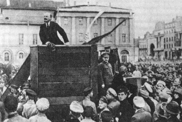 Lenin-Trotsky_1920-05-20_Sverdlov_Square_(original)