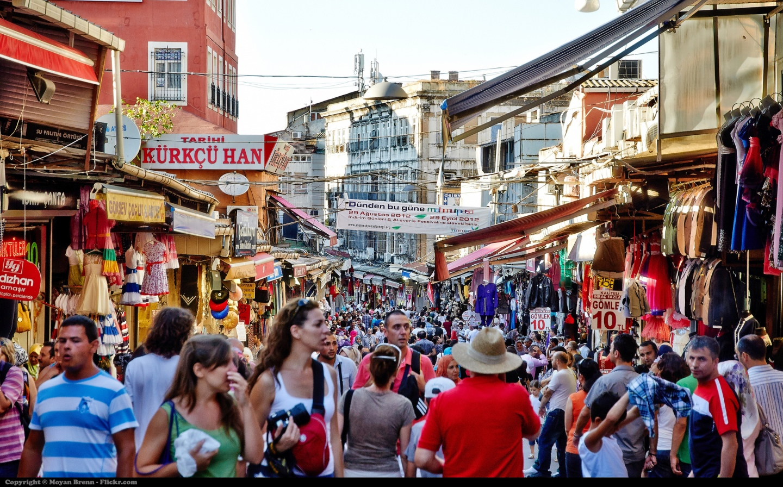 The crowded Gran bazaar in Istanbul, Turkey (Photo: Moyan Brenn)