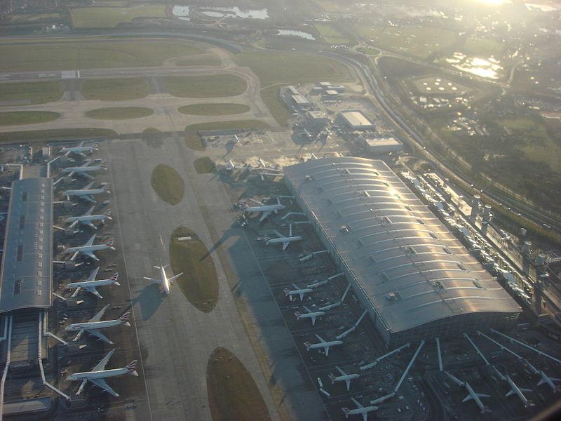 800px-heathrow_airport_014