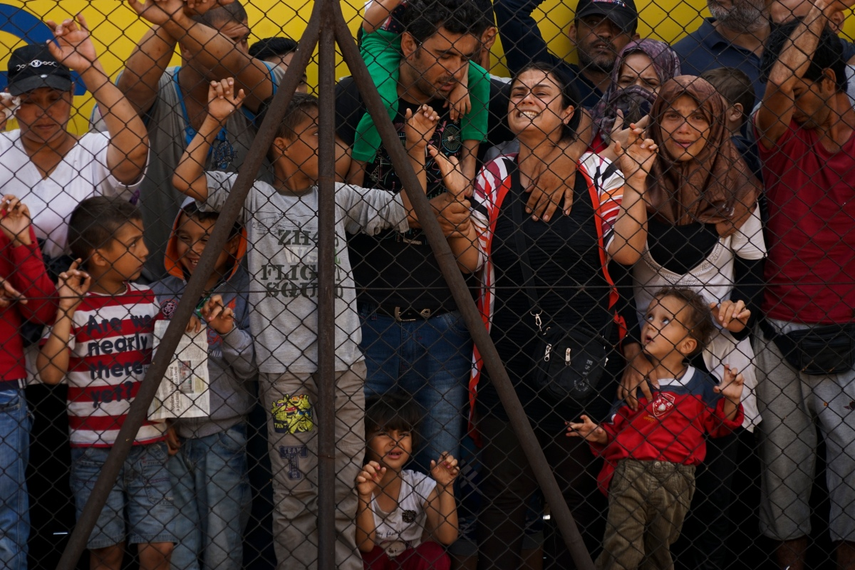 Women_and_children_among_Syrian_refugees_striking_at_the_platform_of_Budapest_Keleti_railway_station._Refugee_crisis._Budapest,_Hungary,_Central_Europe,_4_September_2015._(2)