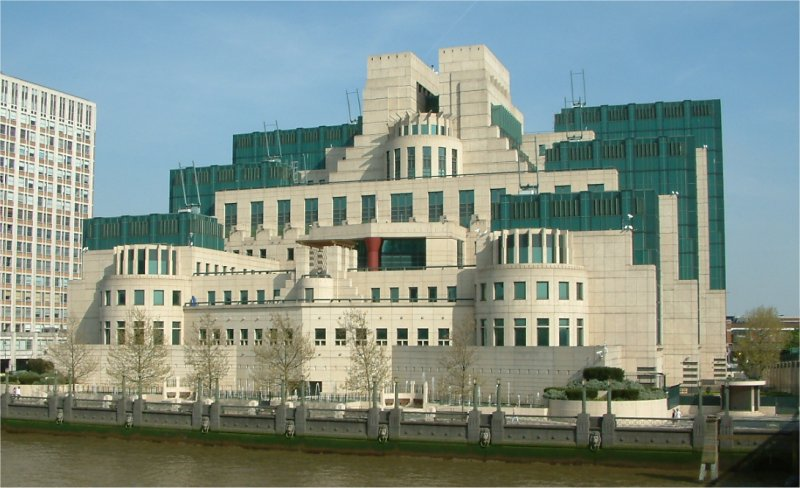secret_intelligence_service_building_-_vauxhall_cross_-_vauxhall_-_london_-_24042004